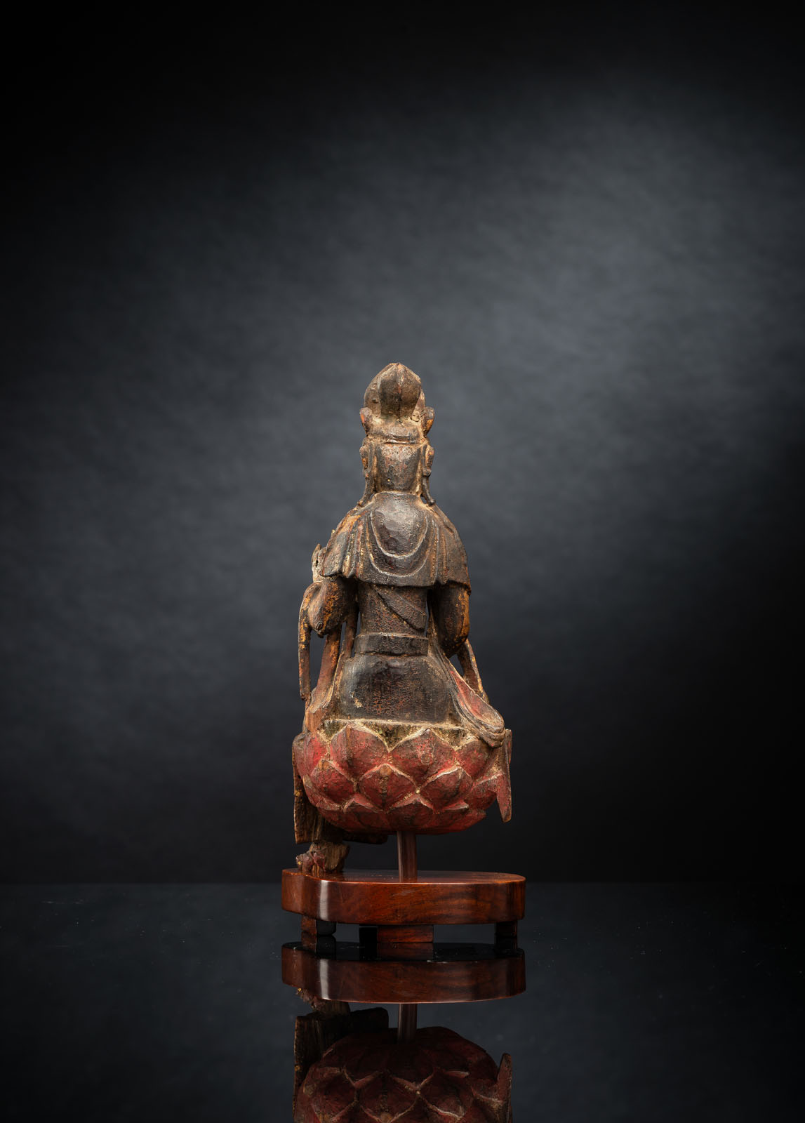 A FINE AND RARE GILT-LACQUERED AND POLYCHROME FIGURE OF GUANYIN - Image 3 of 4
