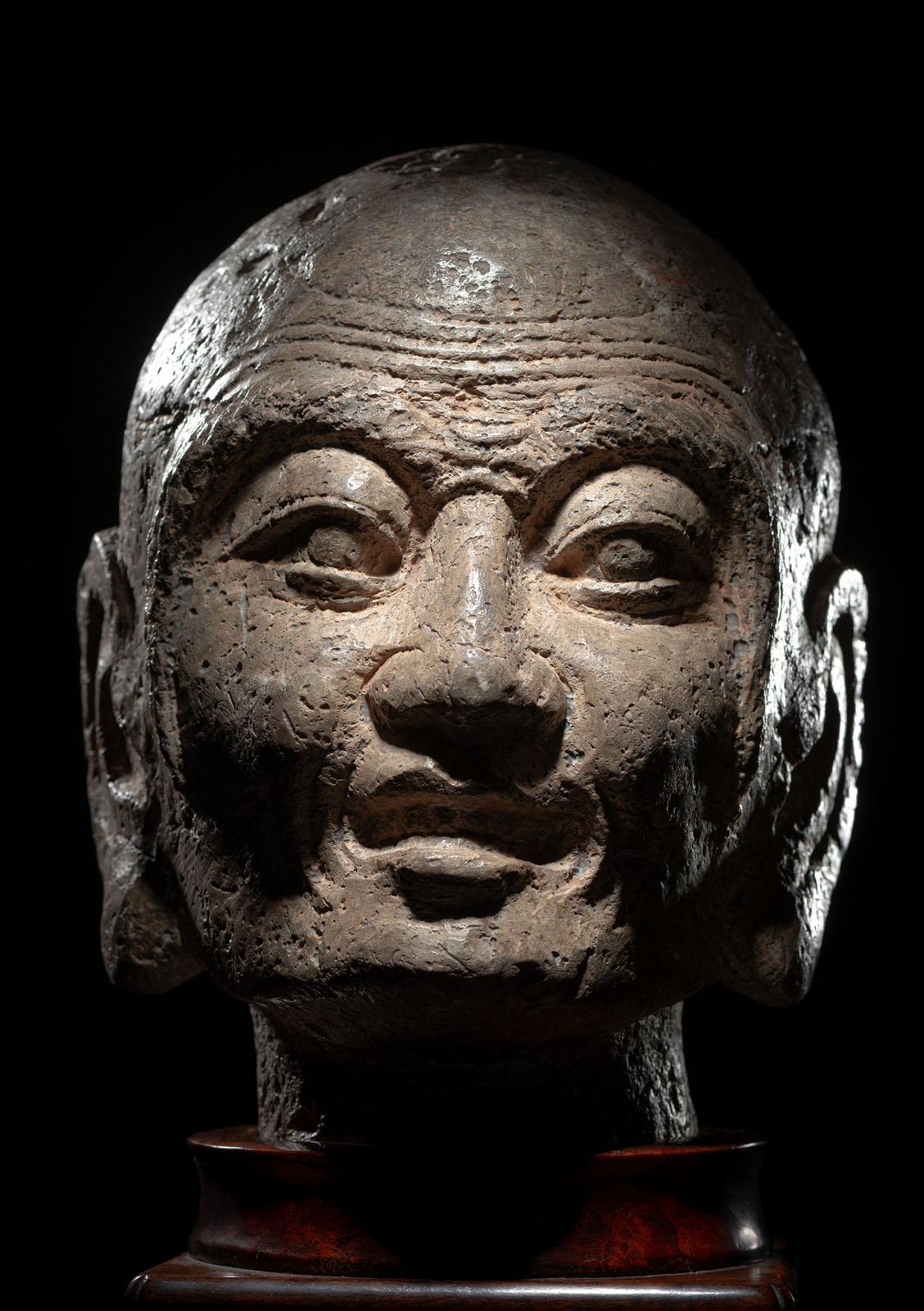 A RARE STONE HEAD OF PROBABLY KASYAPA - Image 4 of 6