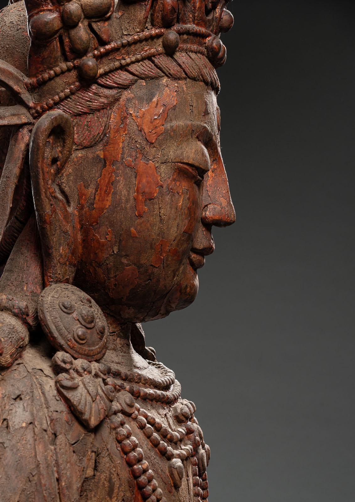 A WOOD FIGURE OF A BODHISATTVA - Image 4 of 4