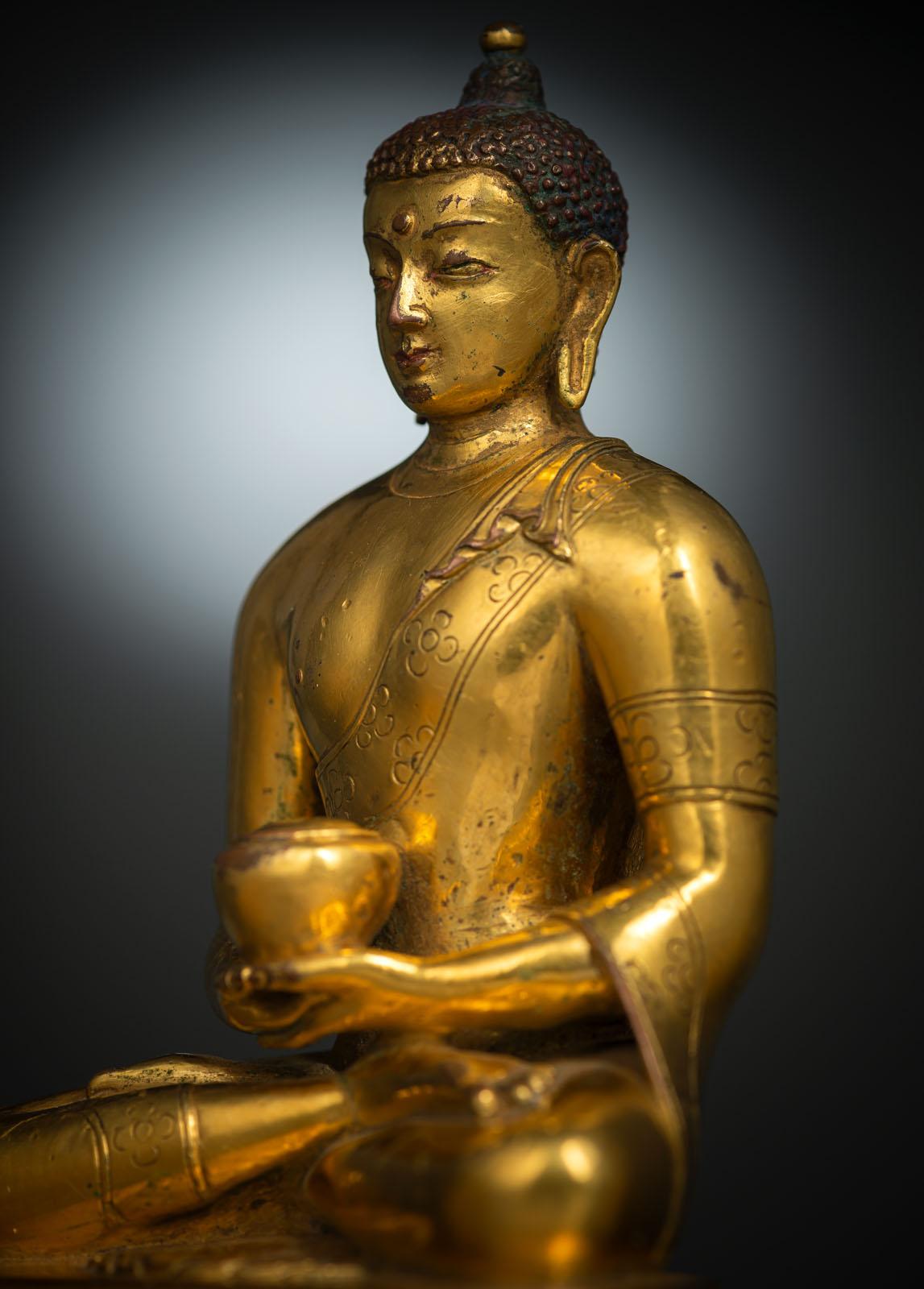 A FINE GILT-BRONZE FIGURE OF BUDDHA SHAKYAMUNI IN ZANABAZAR STYLE - Image 5 of 10