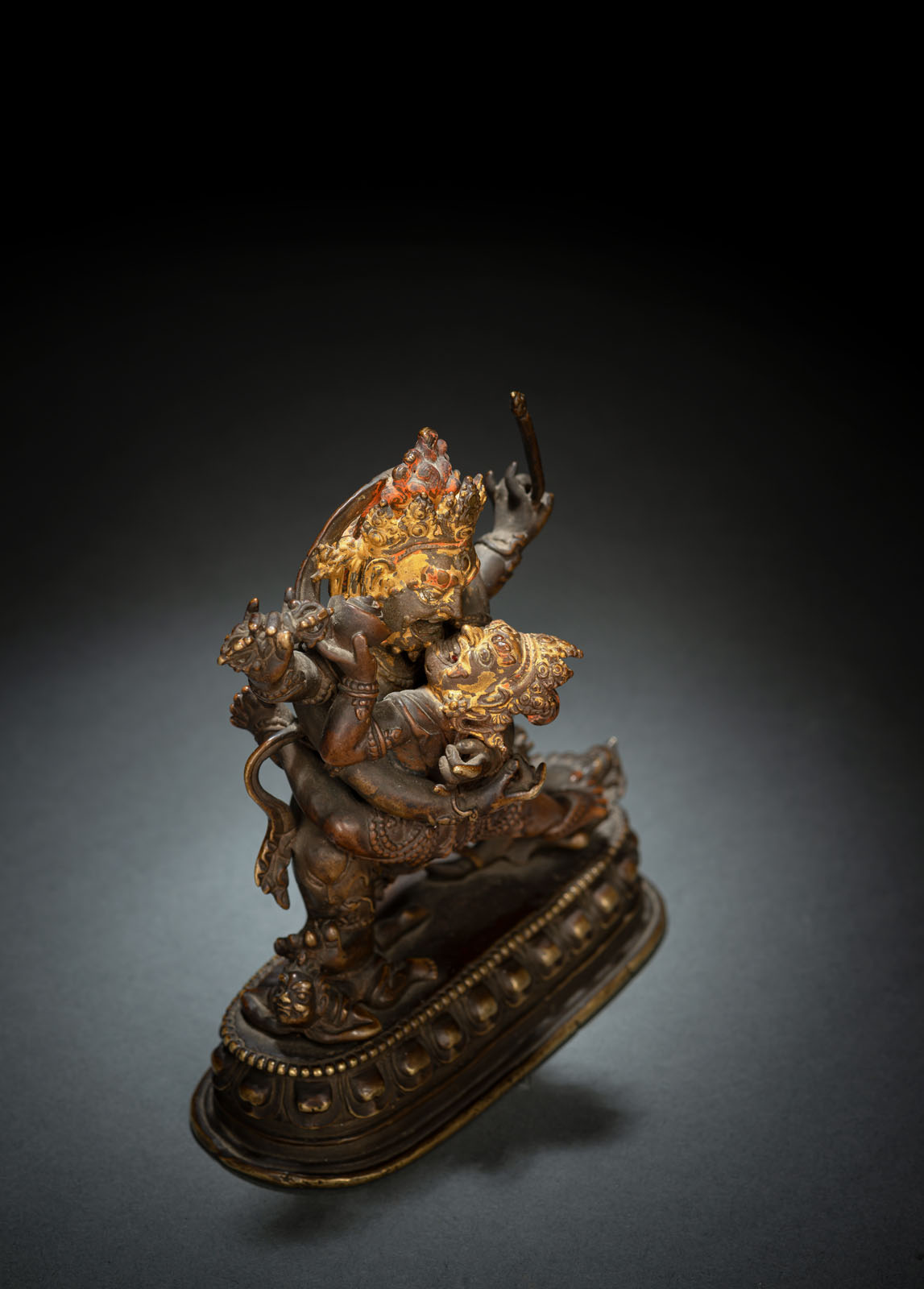 A RARE BRONZE EMANATION OF VAJRAPANI ON A LOTUS - Image 3 of 10
