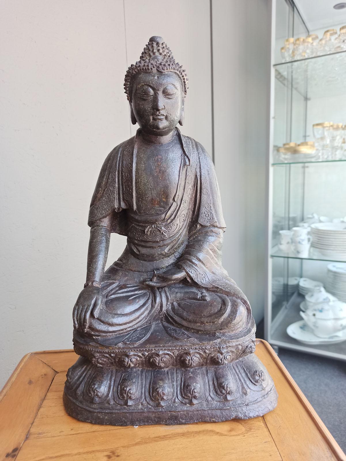 A BRONZE FIGURE OF BUDDHA SHAKYAMUNI - Image 2 of 6