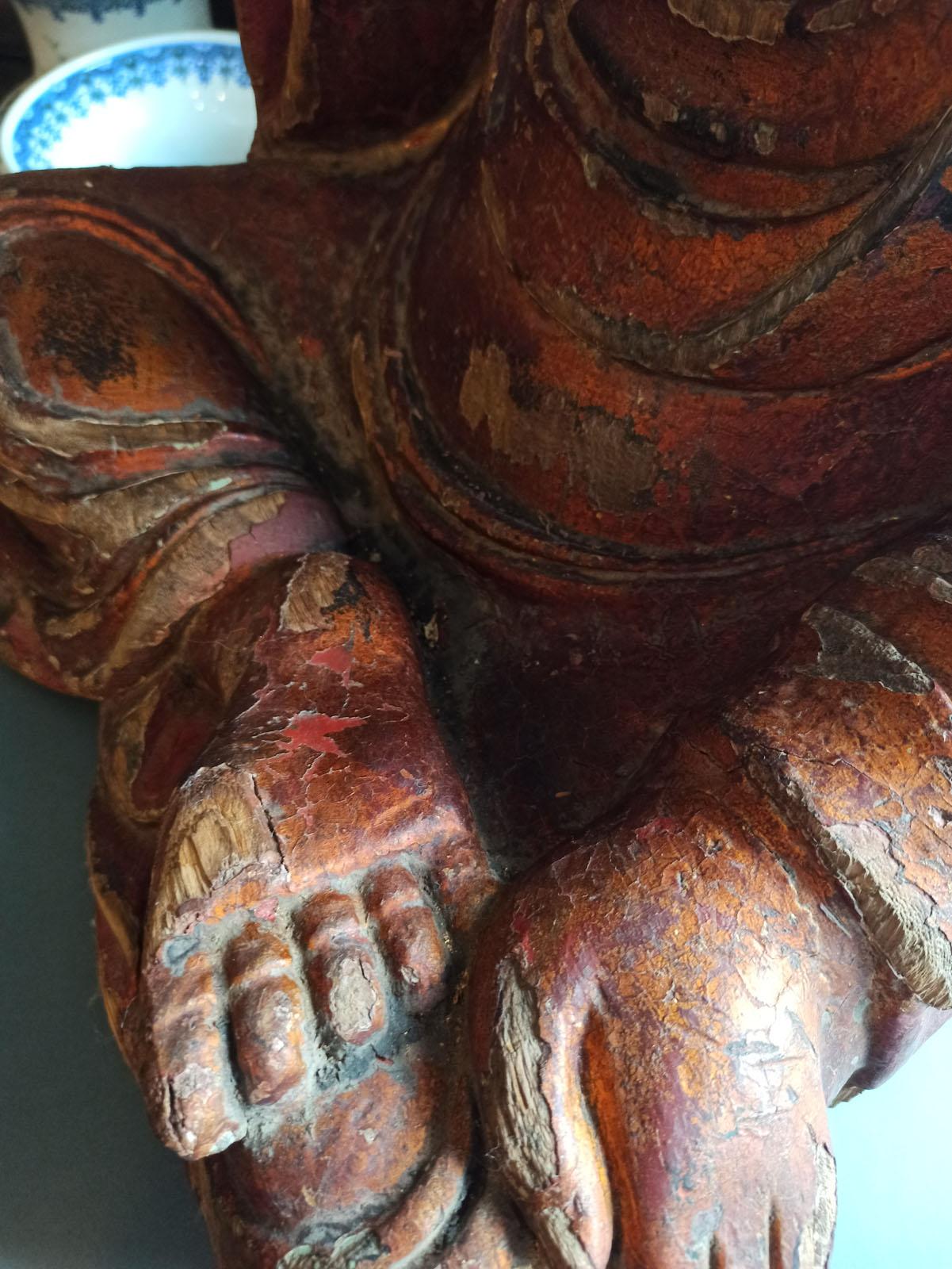 A GILT-LACQUERED CARVED WOOD FIGURE OF SEATED BUDDHA SHAKYAMUNI - Image 11 of 13