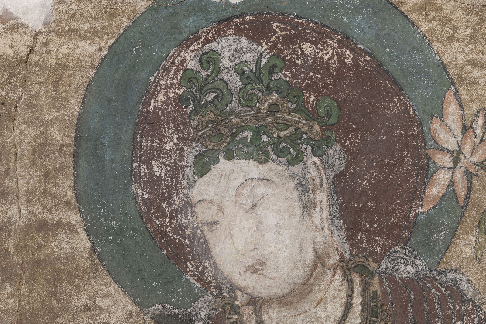A RARE STUCCO PAINTING OF GUANYIN - Image 4 of 9