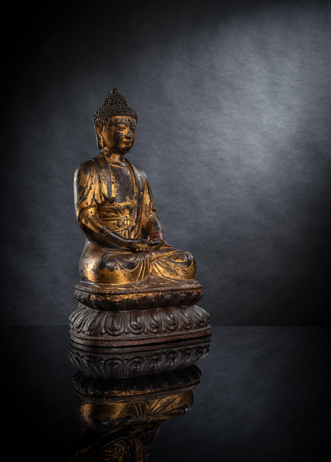 A LARGE PART-GILT BRONZE FIGURE OF SEATED BUDDHA SHAKYAMUNI - Image 2 of 2