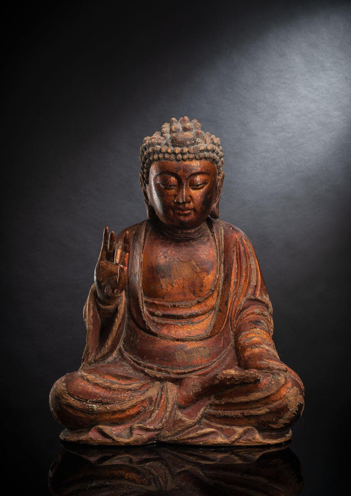 A GILT-LACQUERED CARVED WOOD FIGURE OF SEATED BUDDHA SHAKYAMUNI - Image 2 of 13