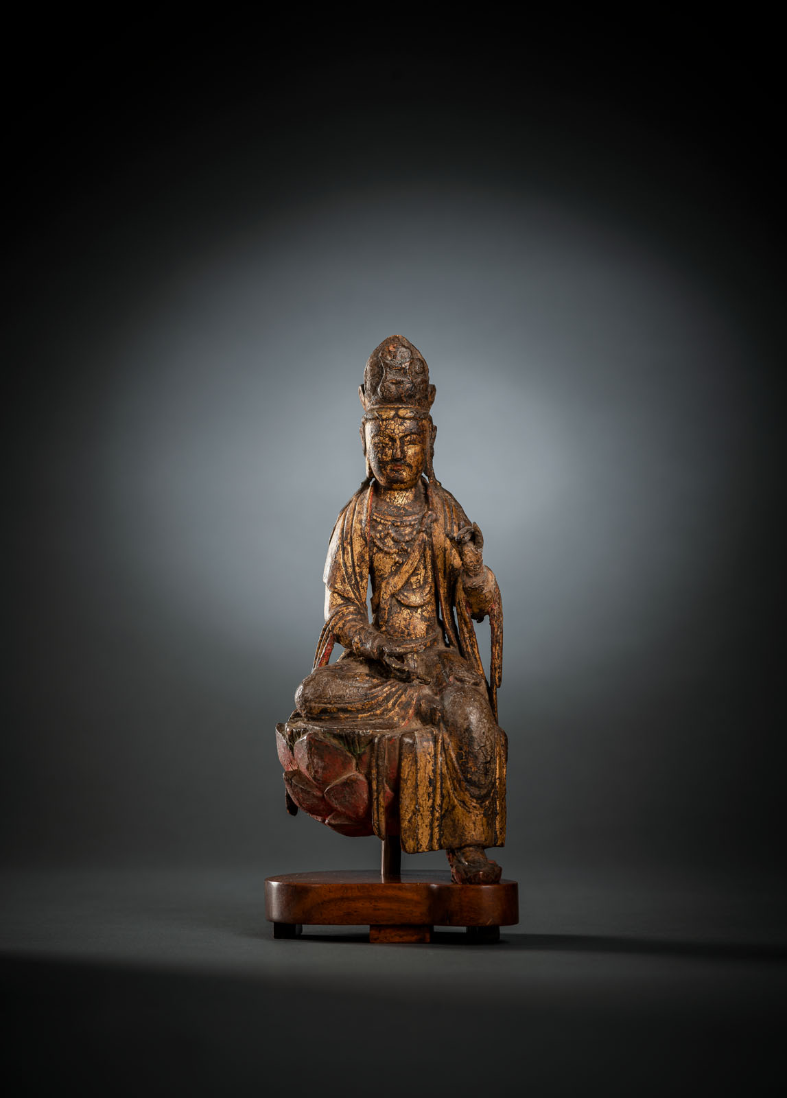 A FINE AND RARE GILT-LACQUERED AND POLYCHROME FIGURE OF GUANYIN - Image 2 of 4