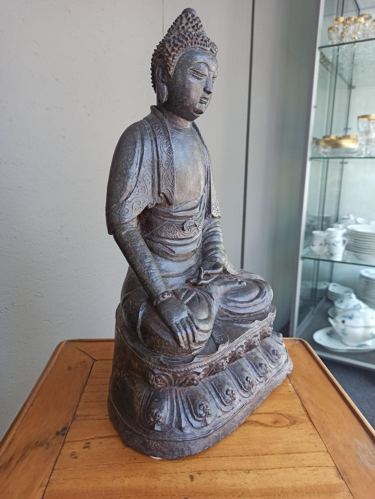 A BRONZE FIGURE OF BUDDHA SHAKYAMUNI - Image 3 of 6