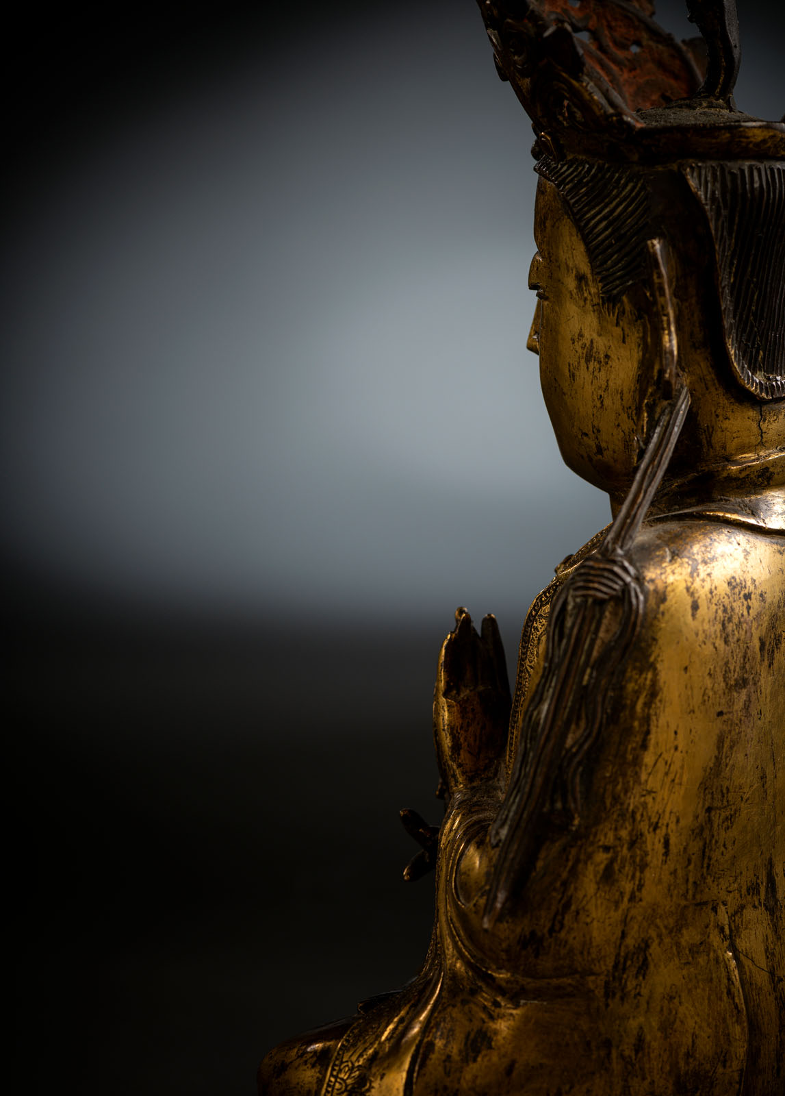 A RARE GILT-BRONZE FIGURE OF SURYABRAHA WITH SUN DISK - Image 5 of 10