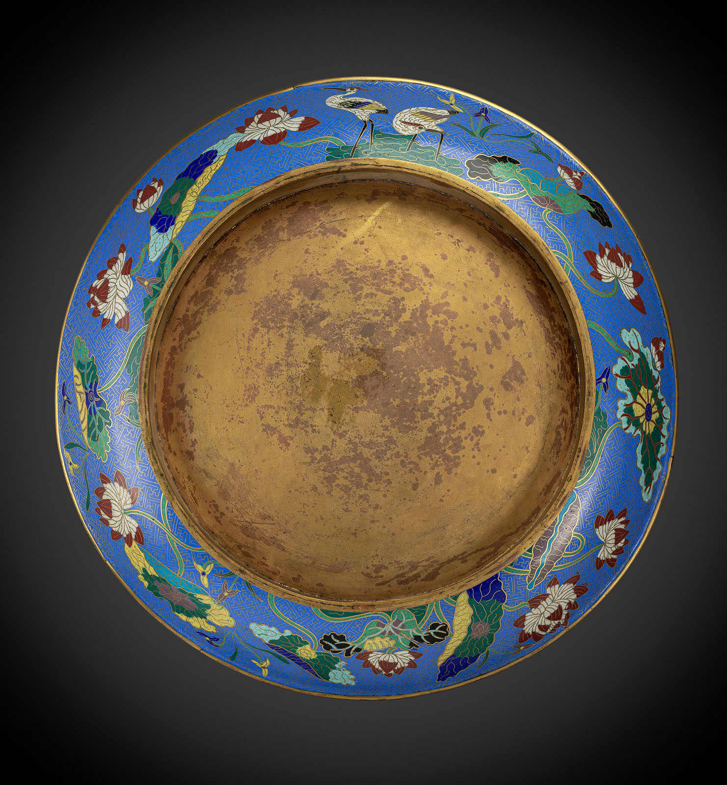 A VERY LARGE CLOISONNÉ CHARGER WITH VARIOUS FISHES AND SEA ANIMALS - Image 2 of 2