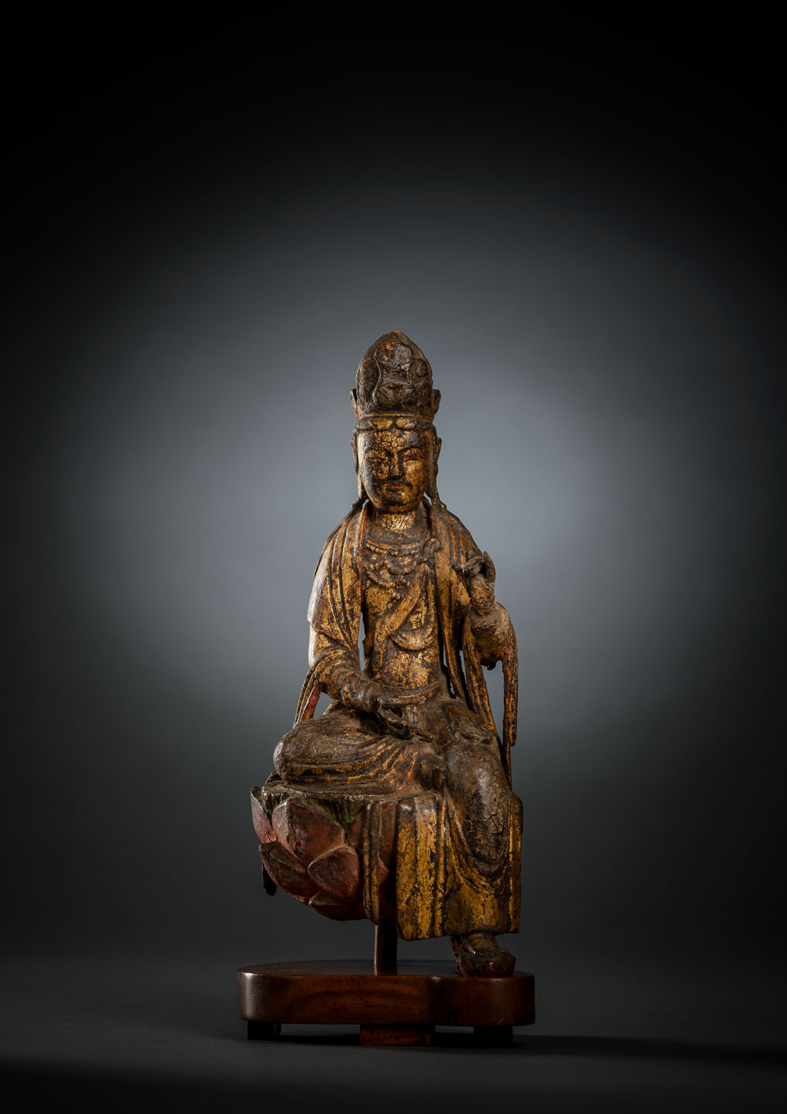 A FINE AND RARE GILT-LACQUERED AND POLYCHROME FIGURE OF GUANYIN