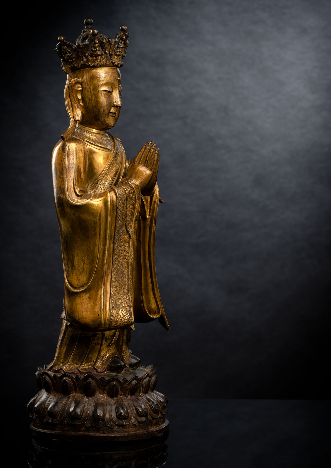 A FINE AND RARE GILT-BRONZE FIGURE OF ANANDA WITH CROWN - Image 3 of 5