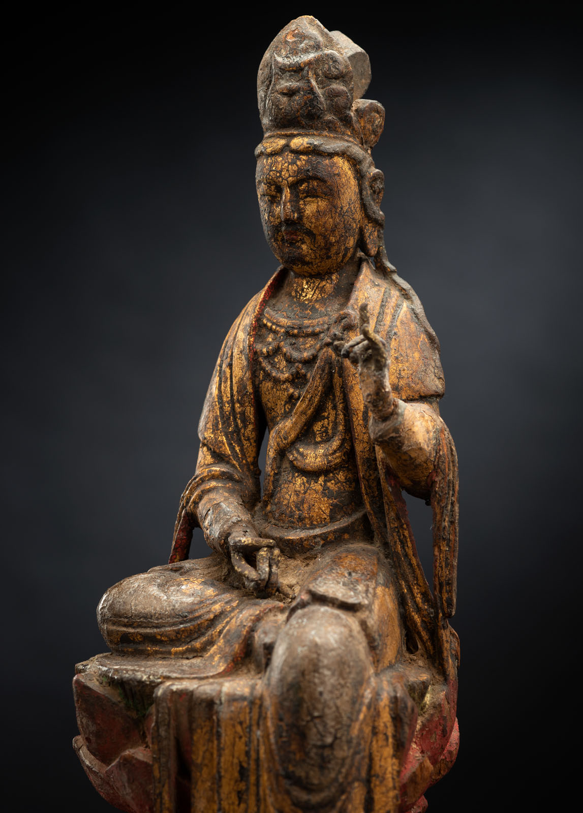 A FINE AND RARE GILT-LACQUERED AND POLYCHROME FIGURE OF GUANYIN - Image 4 of 4