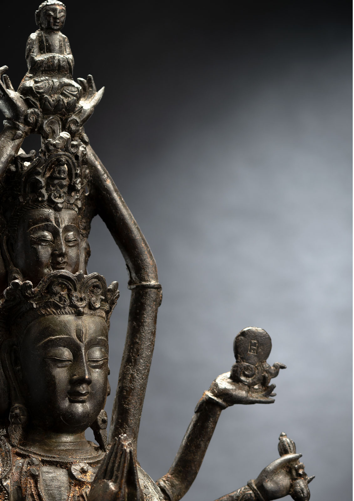 A RARE BRONZE FIGURE OF GUANYIN - Image 2 of 4