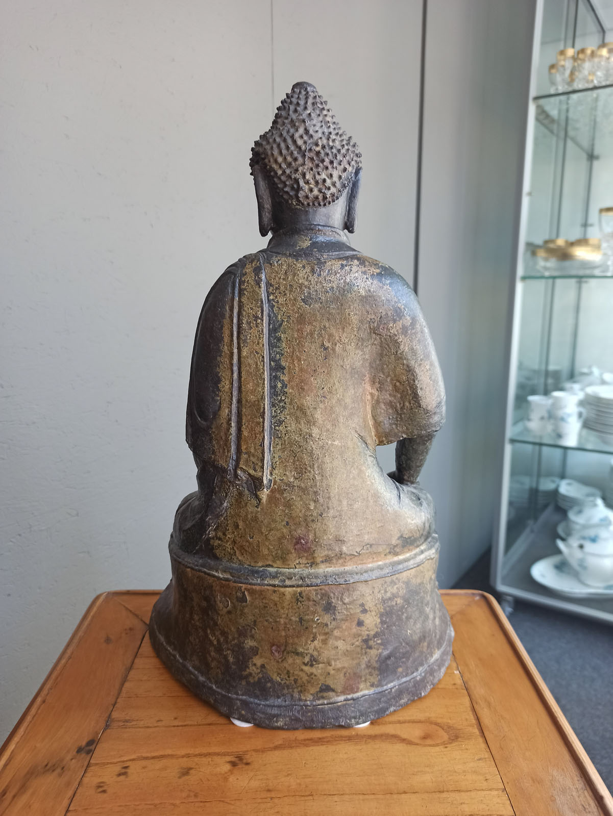 A BRONZE FIGURE OF BUDDHA SHAKYAMUNI - Image 4 of 6