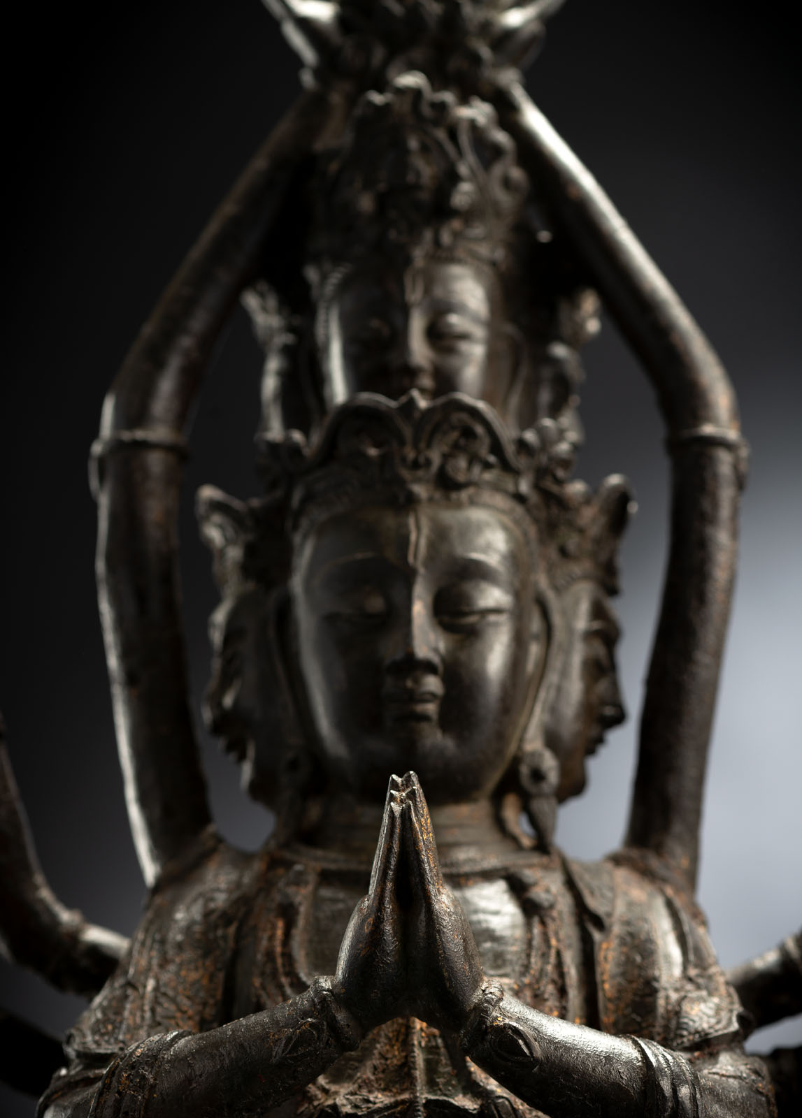 A RARE BRONZE FIGURE OF GUANYIN - Image 4 of 4