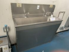 Touch free cleaning station Stainless steel double sink unit