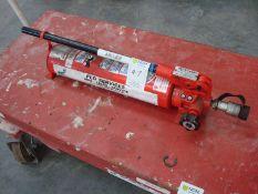 Hydraulic hand pump medium