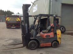 1999 Caterpillar 5 ton diesel fork lift