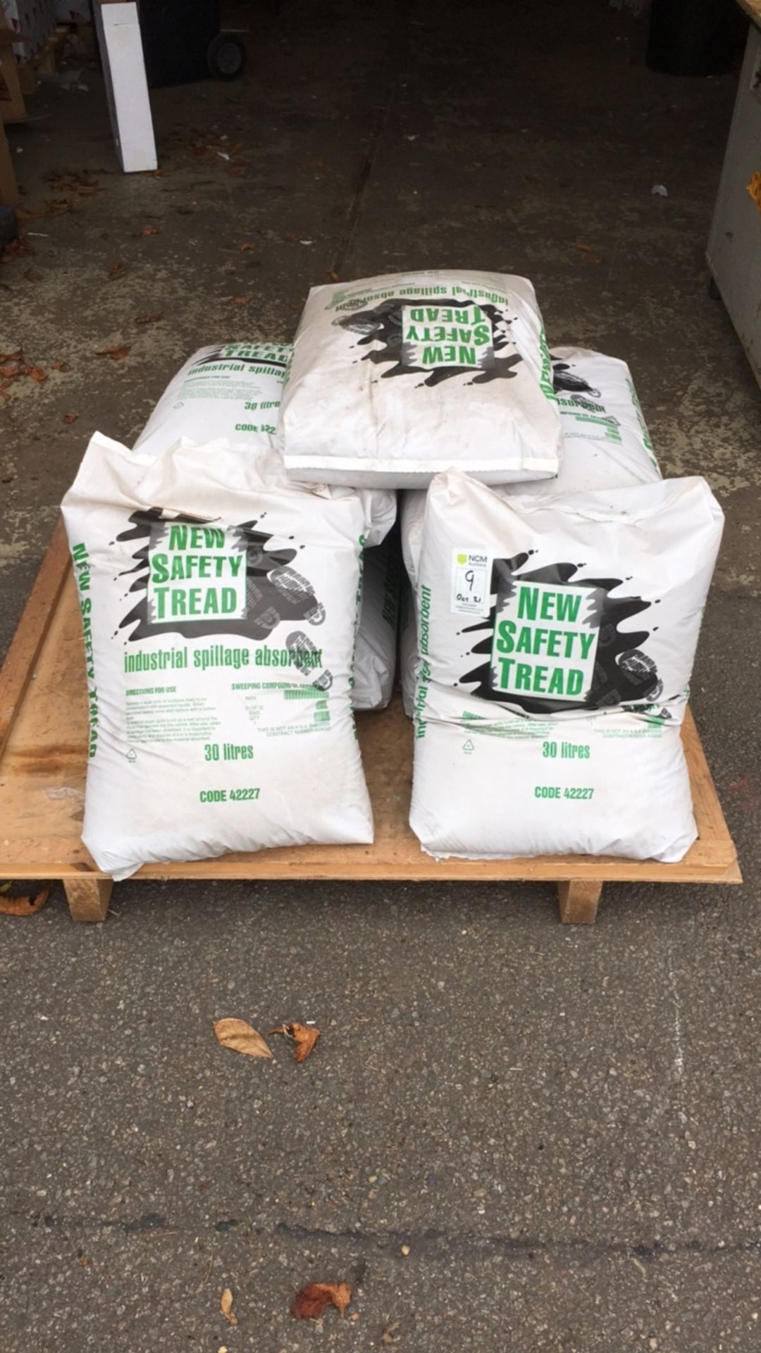 Industrial Spillage Absorbent Granules, New Safety Tread