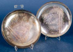 2 flache, runde Teller, 970er Silber, zusammen ca. 297 gr., Durchmesser ca. 15