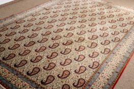 Ghom, Zentralpersien um 1940. Korkwolle auf Baumwolle. Im cremefarbigen Fond el