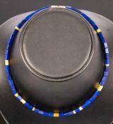 Modernistische Lapislazuli-Halskette mit vermeiltem 925er Sterlingsilberbeschla