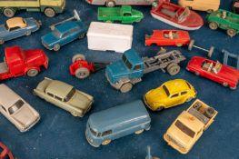 Ca. 50teiliges Konvolut versch. Kunststoff-Fahrzeuge z. B. für die Modelleisenb