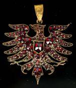 """""""Adler"""" - als Kettenanhänger, Tombakfassung mit Granatbesatz, ein kleiner Stein"""