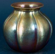Irisierende Glasvase, WMF ?, Mitte 20. Jhd., Höhe ca. 15 cm, Durchmesser ca. 1