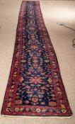 Blaugrundige Teppichgalerie, Iran, 1960er/70er Jahre, ca. 85 x 640 cm !!! Guter