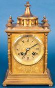 Kaminuhr in Messinggehäuse, Frankreich um 1900; ungeprüftes mechanisches Uhrwer
