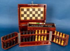 Alte Spielesammlung im Holzkasten, u. a. Schach & Domino, nicht auf Vollständig