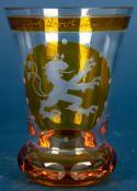 Becherglas, bernsteinfarbig überfangenes farbloses Glas, frontale Reserve mit s