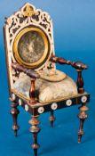 Seltener Taschenuhrenständer in Form eines Damensessels, Sitzkissen mit Petit-P