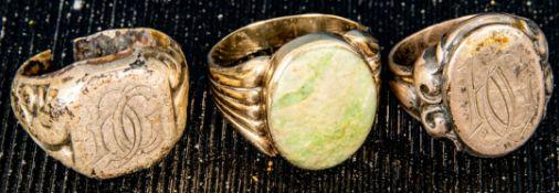 3teiliges Konvolut versch. Herrenringe: 1 x 333er Gold & 2 x Silber. Versch. Al