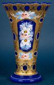 Imposante Murano- Glasvase, dickwandiges, bläuliches Glas mit reicher Vergoldun