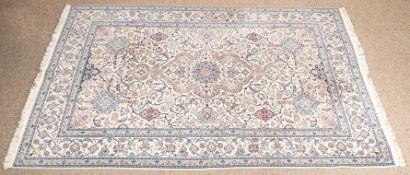 Feiner Esfahan, Zentralpersien um 1950. Korkwolle geknüpft auf Baumwolle mit Se