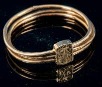 Antiker russischer Gelbgold Armreif aus drei Ringen mit rechteckigem Verschluss gearbeitet, Verschl