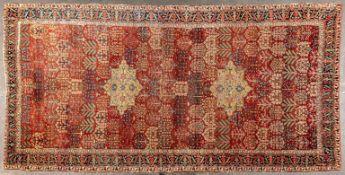 Früher nordwestpersischer Teppich, Mitte 18. Jhdt. oder früher. Format ca. 480 x 232 cm. Schafschur