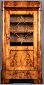 Seltener, kleinformatiger Glasschrank, Vitrine, Biedermeier, norddeutsch um 1830/40, Mahagoni massi