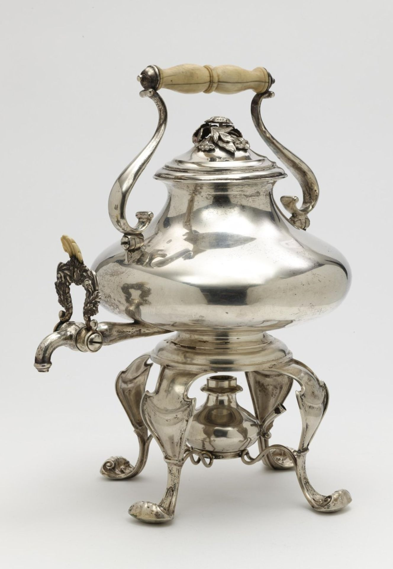 A kettle with réchaud