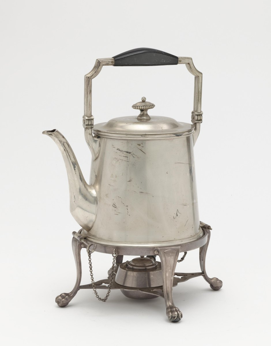 A kettle with réchaud, five coasters and five napkin rings - Image 3 of 3
