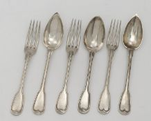 32 cutlery items