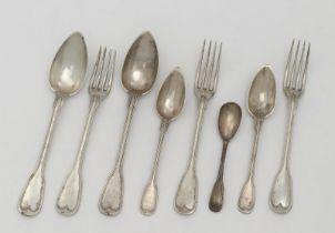 15 cutlery items