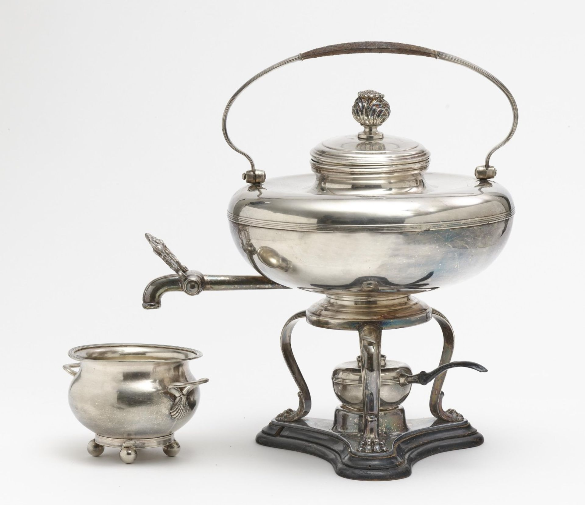 A kettle with réchaud and sugar bowl