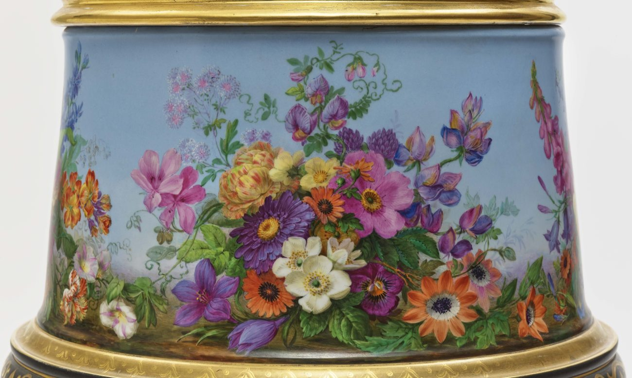 "Dreiteiliger ""Persischer"" Vasensatz mit ""fleurs en terrasse""-Dekor - Image 6 of 15"