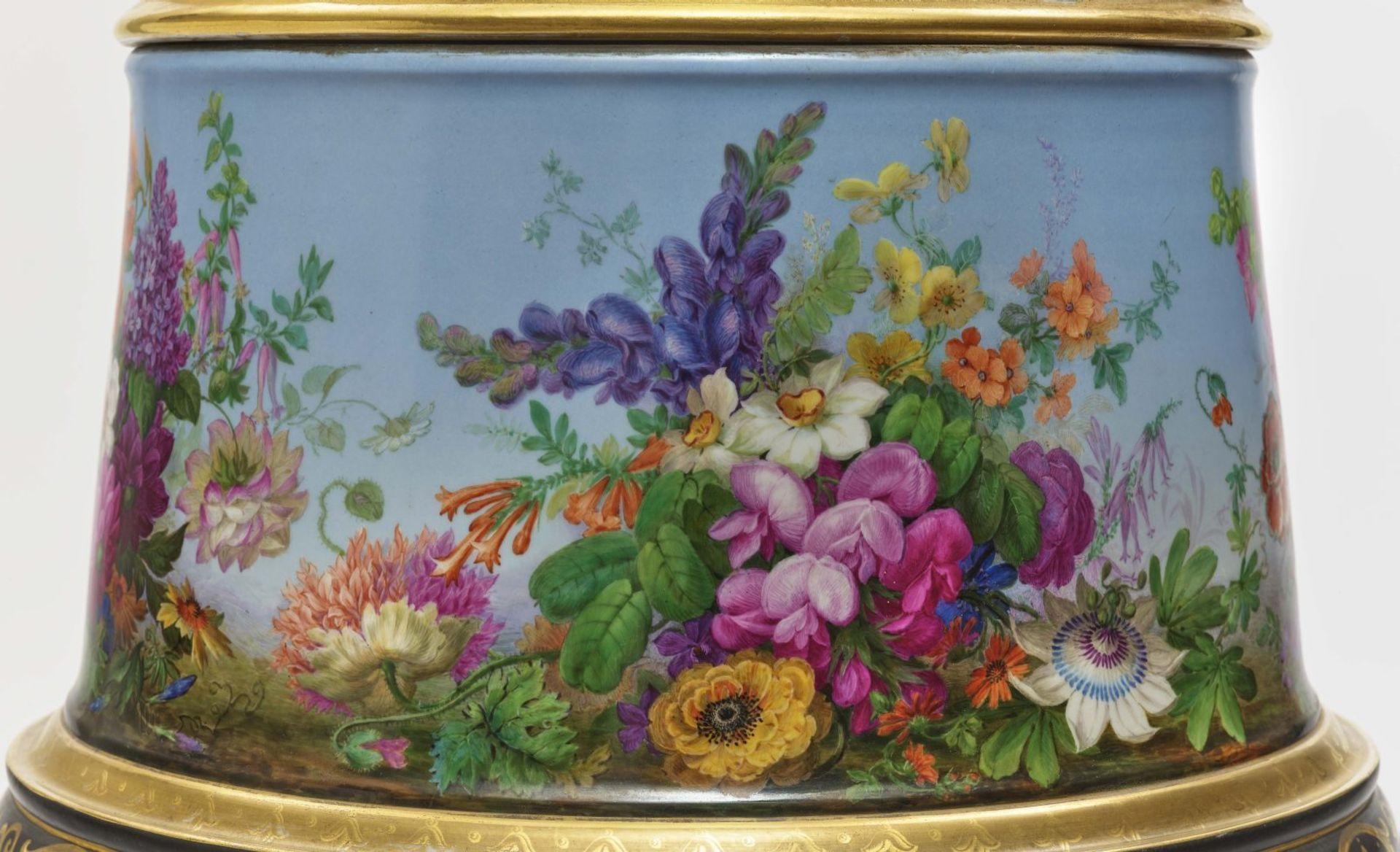 "Dreiteiliger ""Persischer"" Vasensatz mit ""fleurs en terrasse""-Dekor - Image 4 of 15"