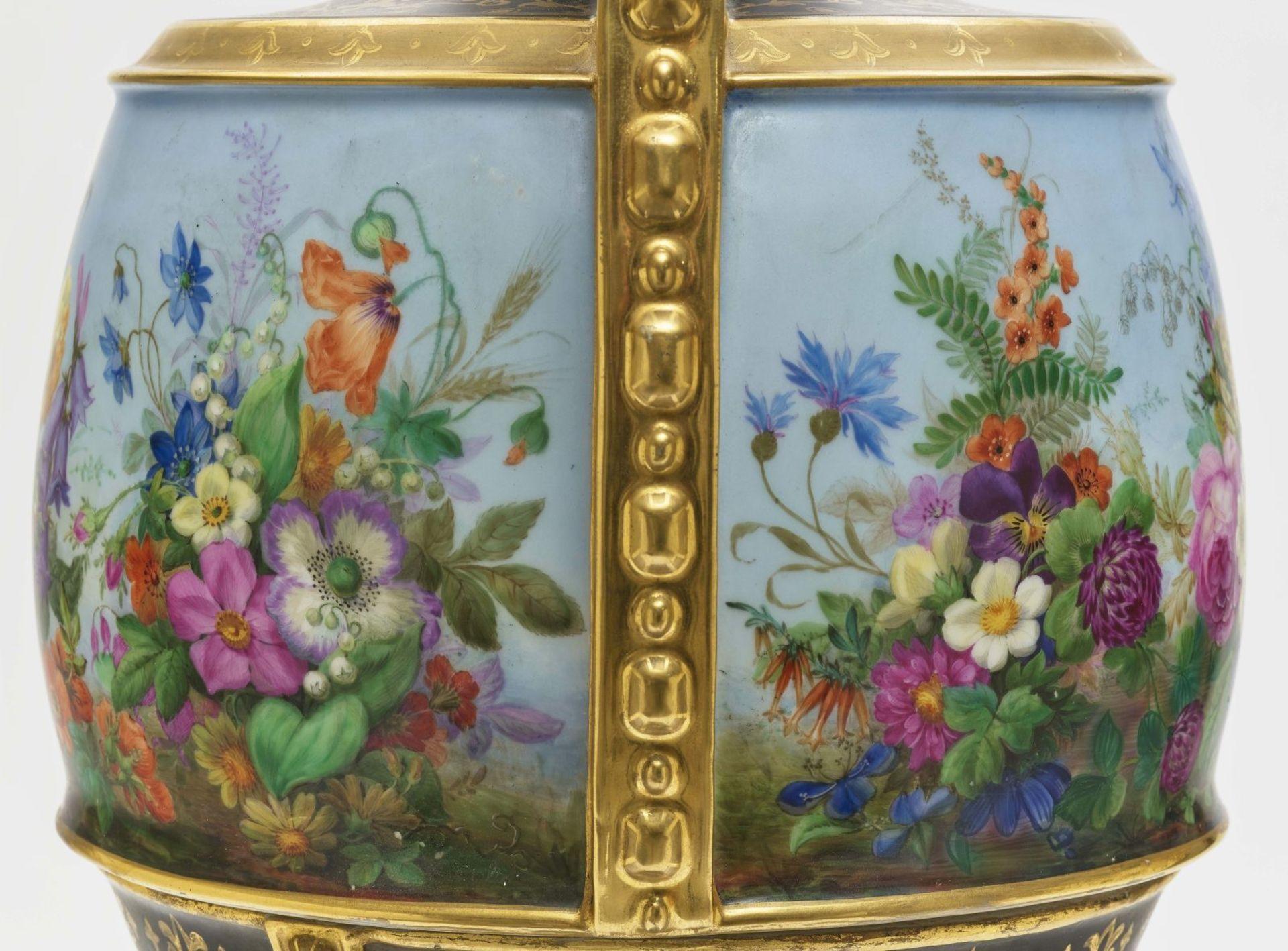 "Dreiteiliger ""Persischer"" Vasensatz mit ""fleurs en terrasse""-Dekor - Image 11 of 15"