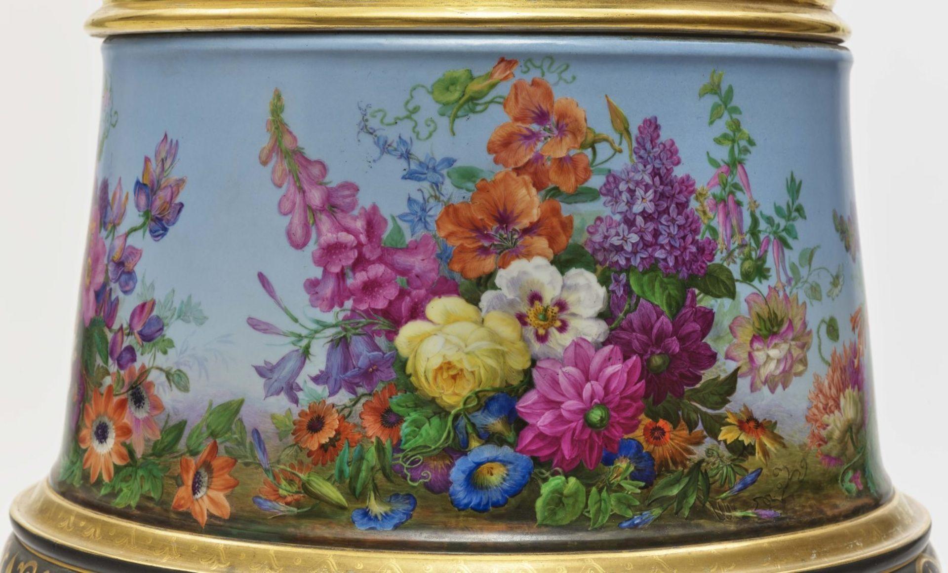 "Dreiteiliger ""Persischer"" Vasensatz mit ""fleurs en terrasse""-Dekor - Image 5 of 15"